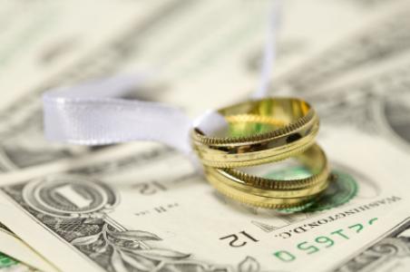 انتخاب دختری ثروتمند یا دیندار به عنوان همسر